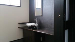 手洗い鉢は漆を使った陶胎漆器