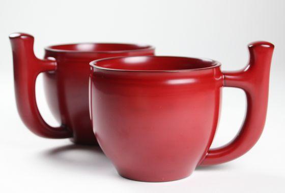 椀を持ちにくい人にも持ちやすい持ち手のついた輪島塗の椀