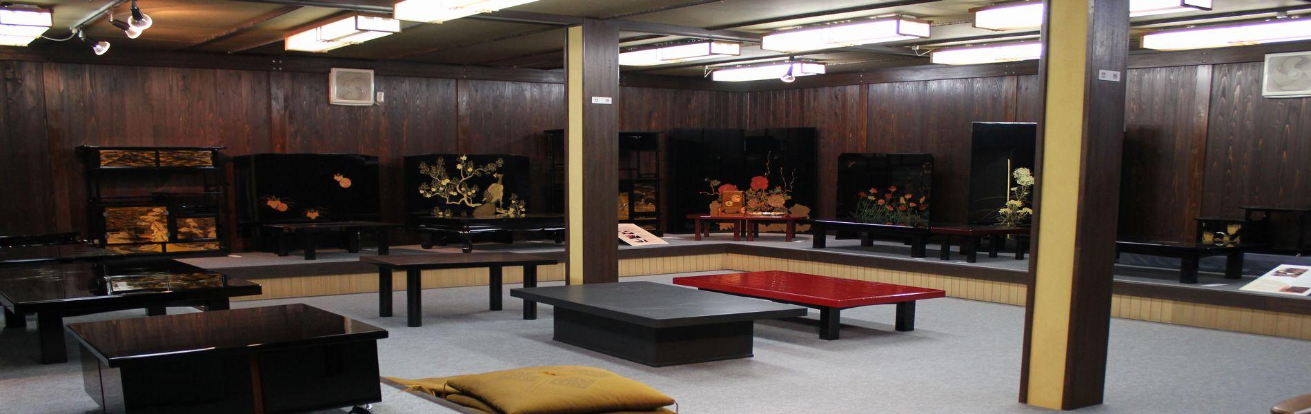 展示場一階は輪島塗の家具です